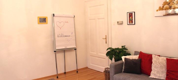 Psychotherapie Kärnten - Mag. Mariella Bidovec Kraytcheva - Praxis - Eingangsbereich Therapiezimmer